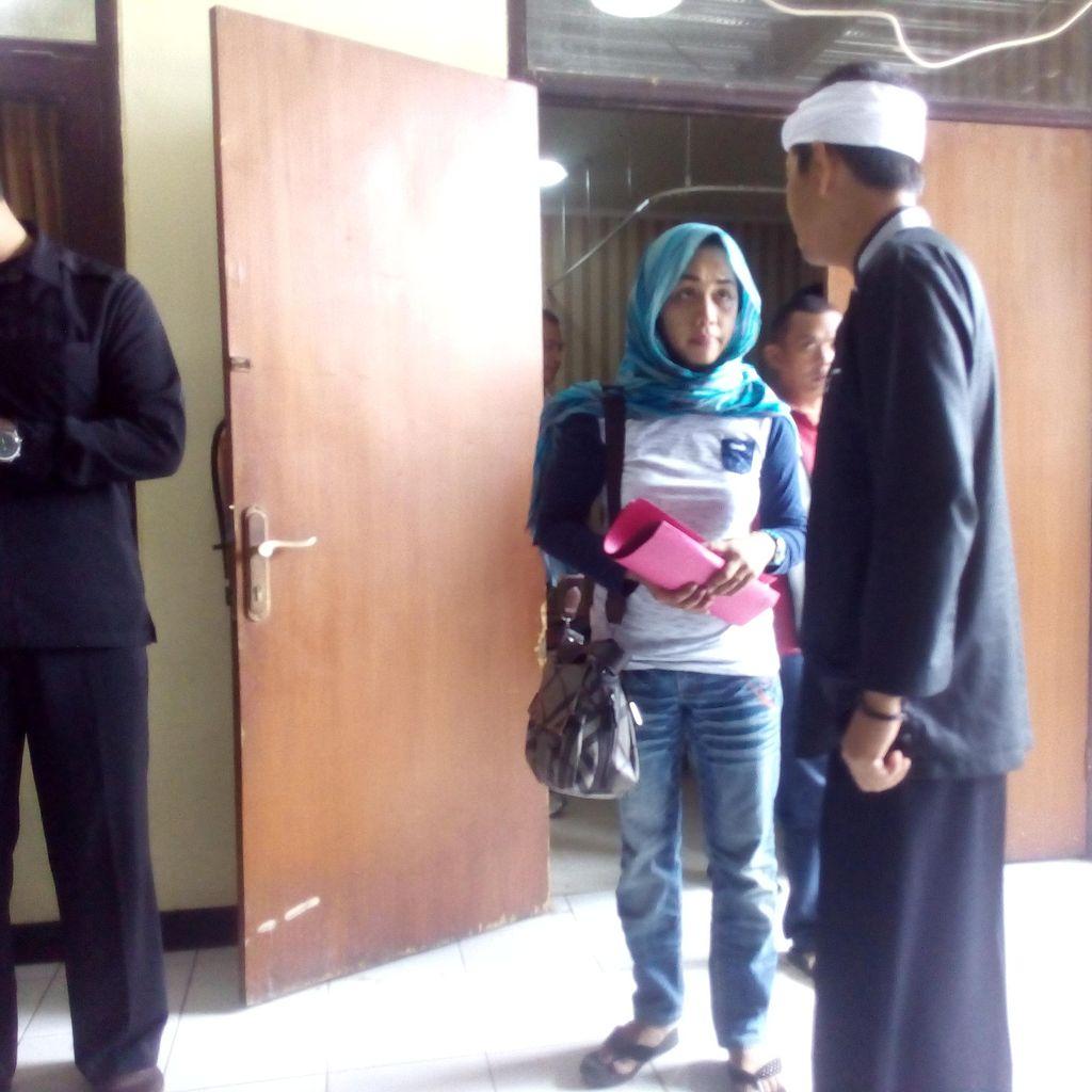 Bupati Dedi Datang ke RS Polri, Jenguk Polisi Korban Bentrokan di GBK