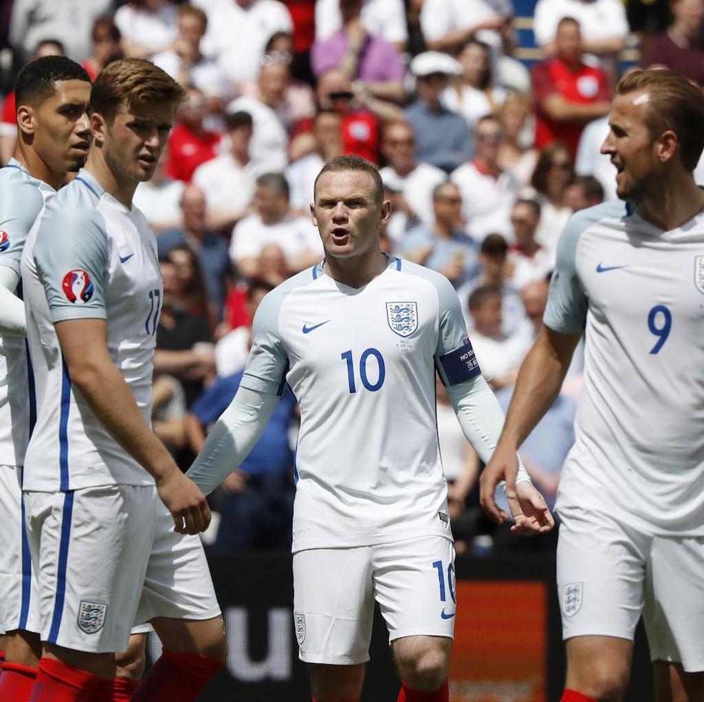 Hodgson Peringatkan Inggris: Tampil Efektif atau Pulang