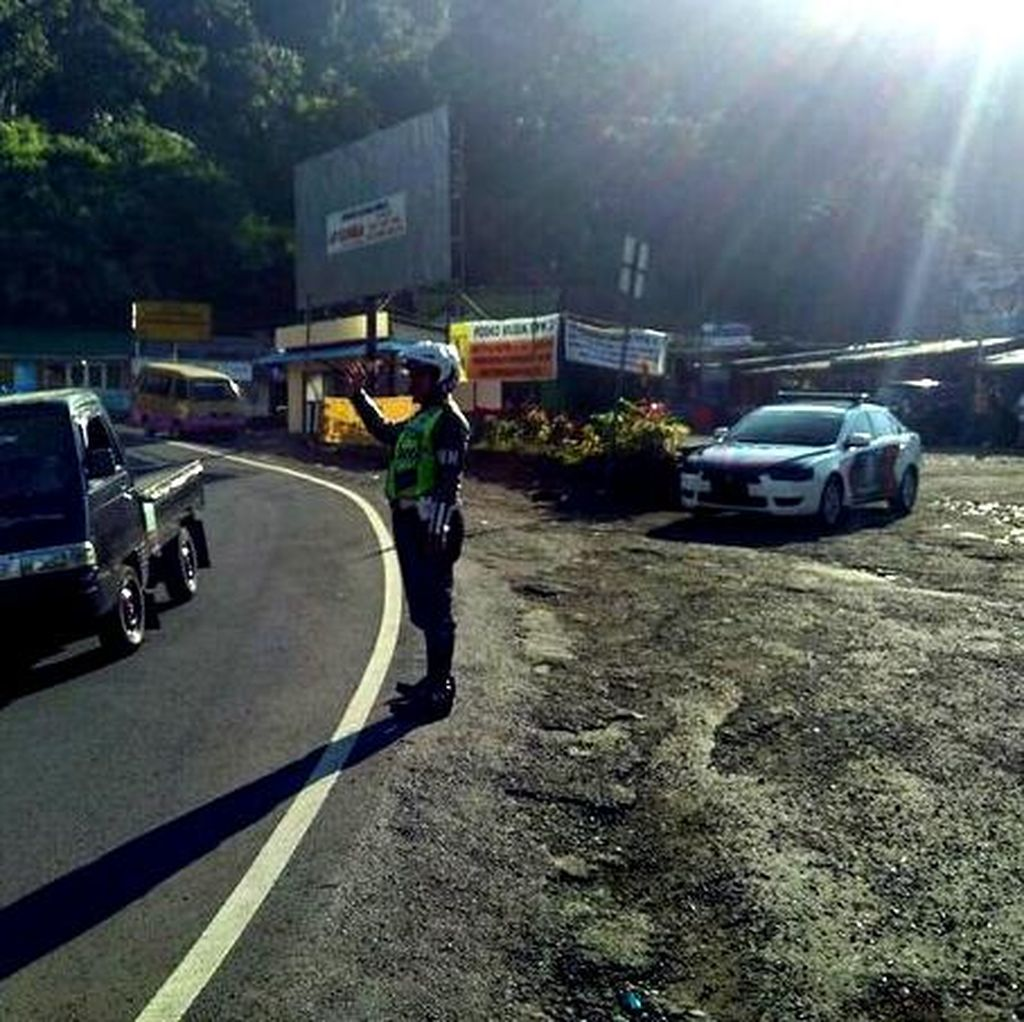 Jalan Berkelok dan Minim Lampu, Polisi Tambah Rambu di Jalur Ciloto-Cianjur
