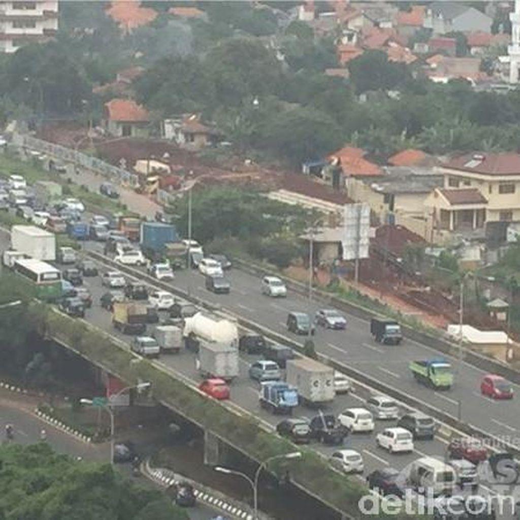 Hati-hati, Ada Kecelakaan Mobil di Tol JORR Arah Bekasi Siang ini