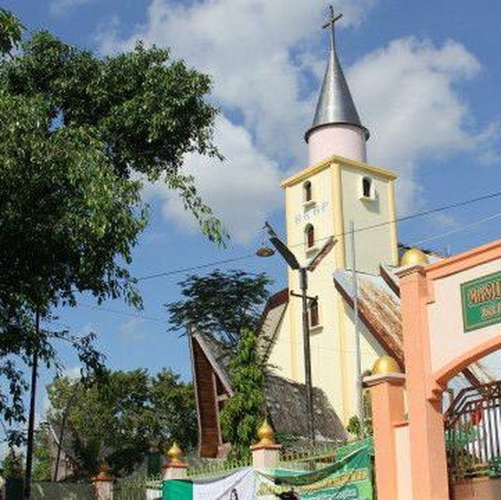 Toleransi di Kupang: Masjid dan Gereja yang Berdiri Berdampingan