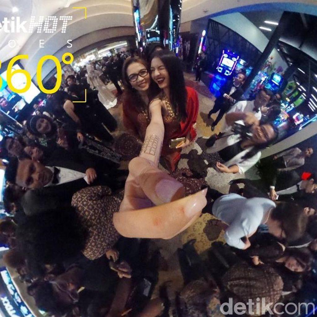 Melihat Para Bintang di Red Carpet Rudy Habibie dari Sudut 360 Derajat