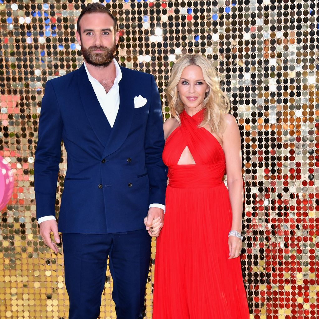 Kylie Minogue Pamer Kemesraan dengan Tunangan yang 20 Tahun Lebih Muda