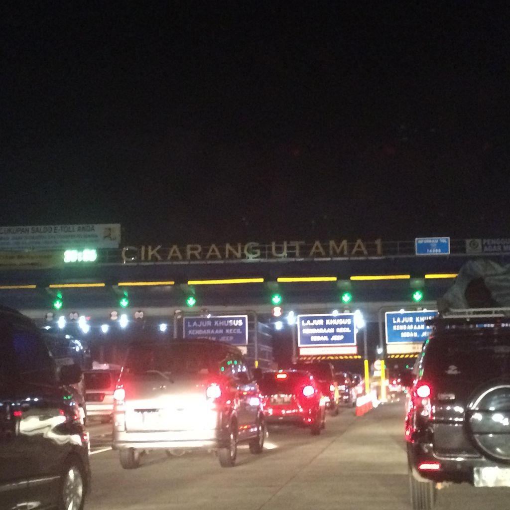Pemudik Membludak di GT Cikarang Utama, Polisi Tutup Rest Area di Bekasi