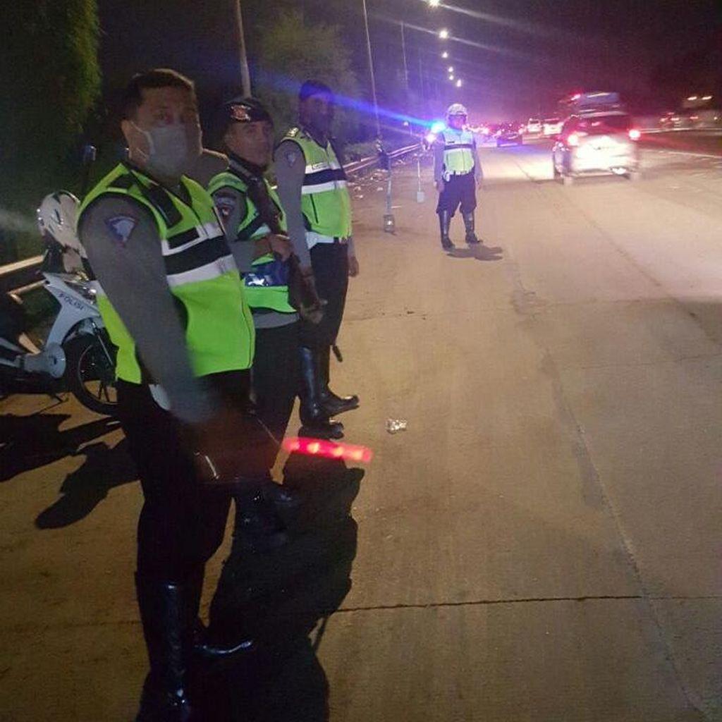 Tol Jakarta-Cikampek Padat dari Km 39-Km 57, Polisi Buka Tutup Rest Area