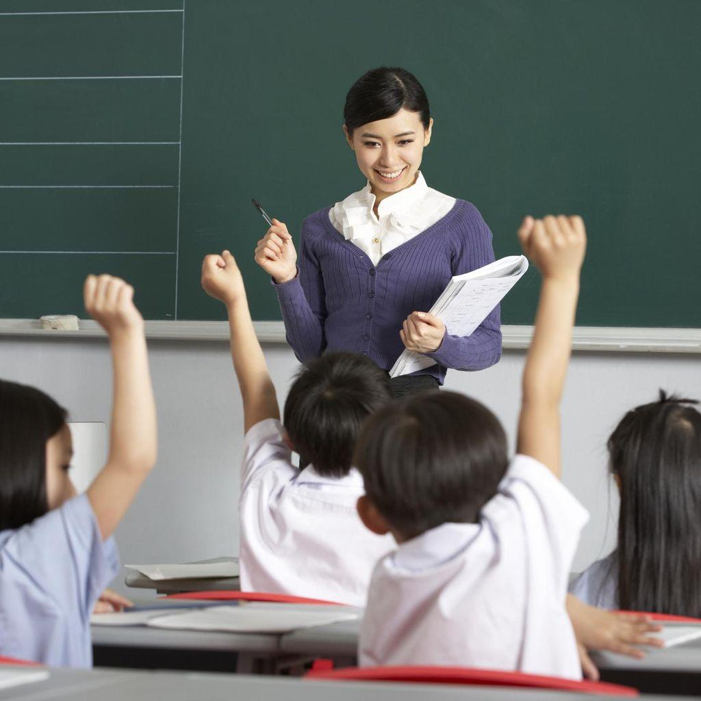 Tak Terima Anaknya Dimarahi karena Terlambat, Ortu Dorong Guru Hingga Terjatuh