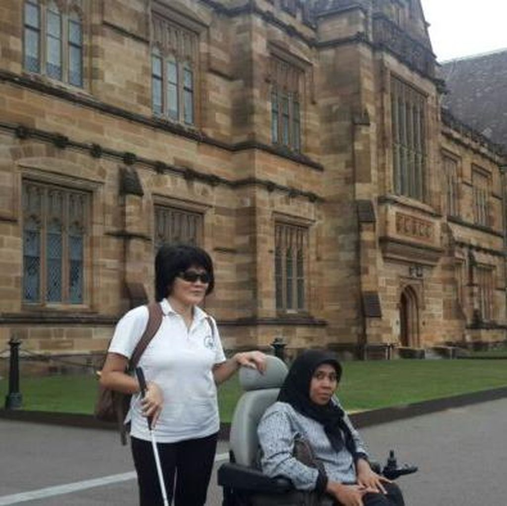 Gangguan Penglihatan Tak Halangi Lindawati Kwa Belajar Sampai ke Australia