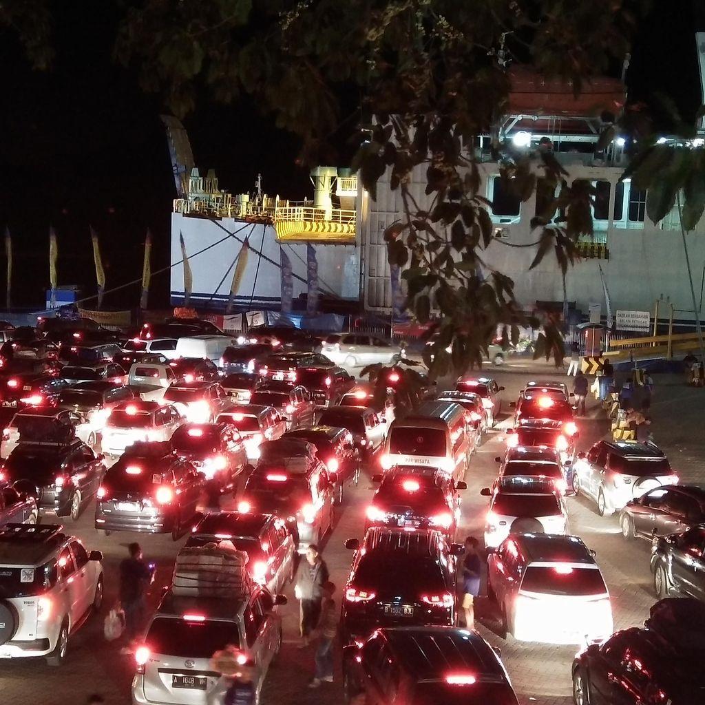 Kemacetan Menuju Pelabuhan Merak Mencapai 10 Km Pagi Ini