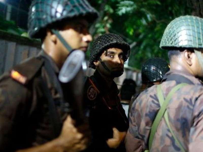 Baku Tembak Polisi dan Kelompok Bersenjata Pecah di Dhaka Bangladesh