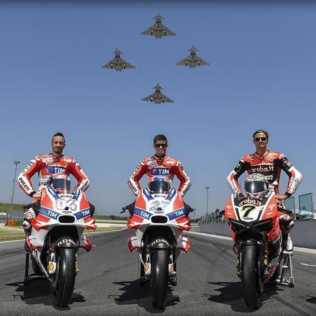 Manuver Pesawat Jet dan Pebalap MotoGP Kagetkan Ducatisti