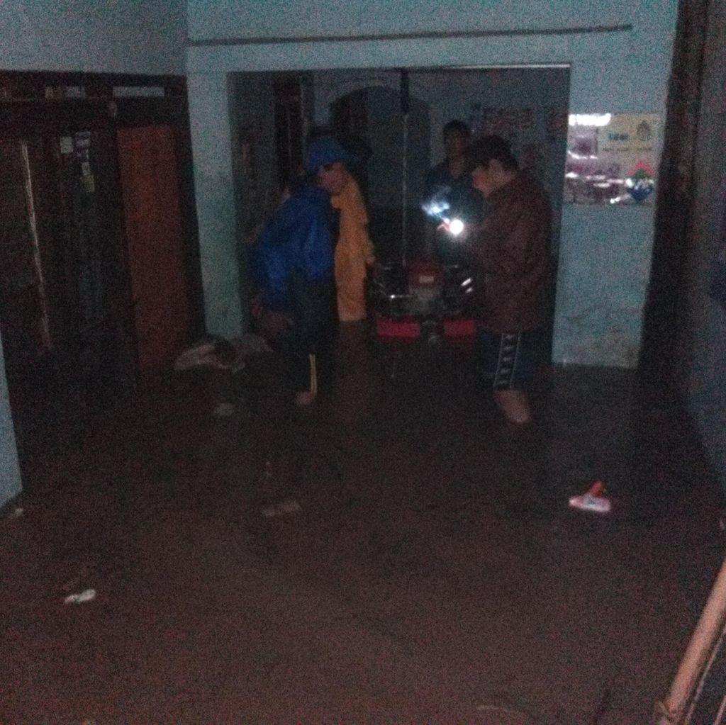 Tanggul Jebol, Ratusan Rumah di Antapani Bandung Terendam Air