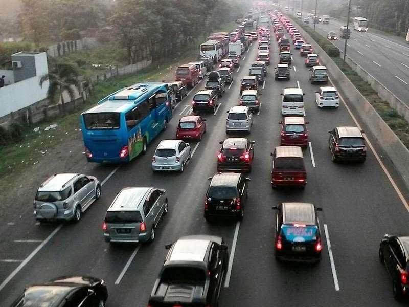 Tol Jakarta-Cikampek Macet, Contraflow Berlaku di KM 32 dan KM 53