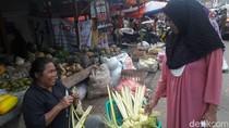 Bisnis Ketupat Lebaran di DKI Laris-Manis Meski Ditinggal Pemudik