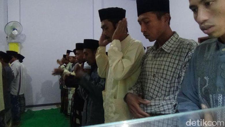 Jamaah Aboge di Probolinggo Baru Laksanakan Salat Idul Fitri Hari ini