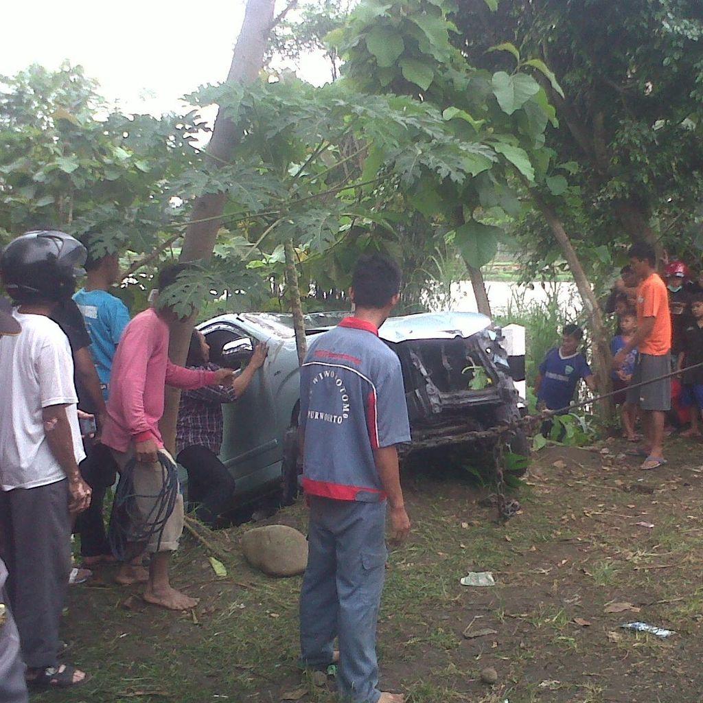 2 Orang Tewas Tenggelam setelah Mobilnya Nyemplung Sungai di Banyumas