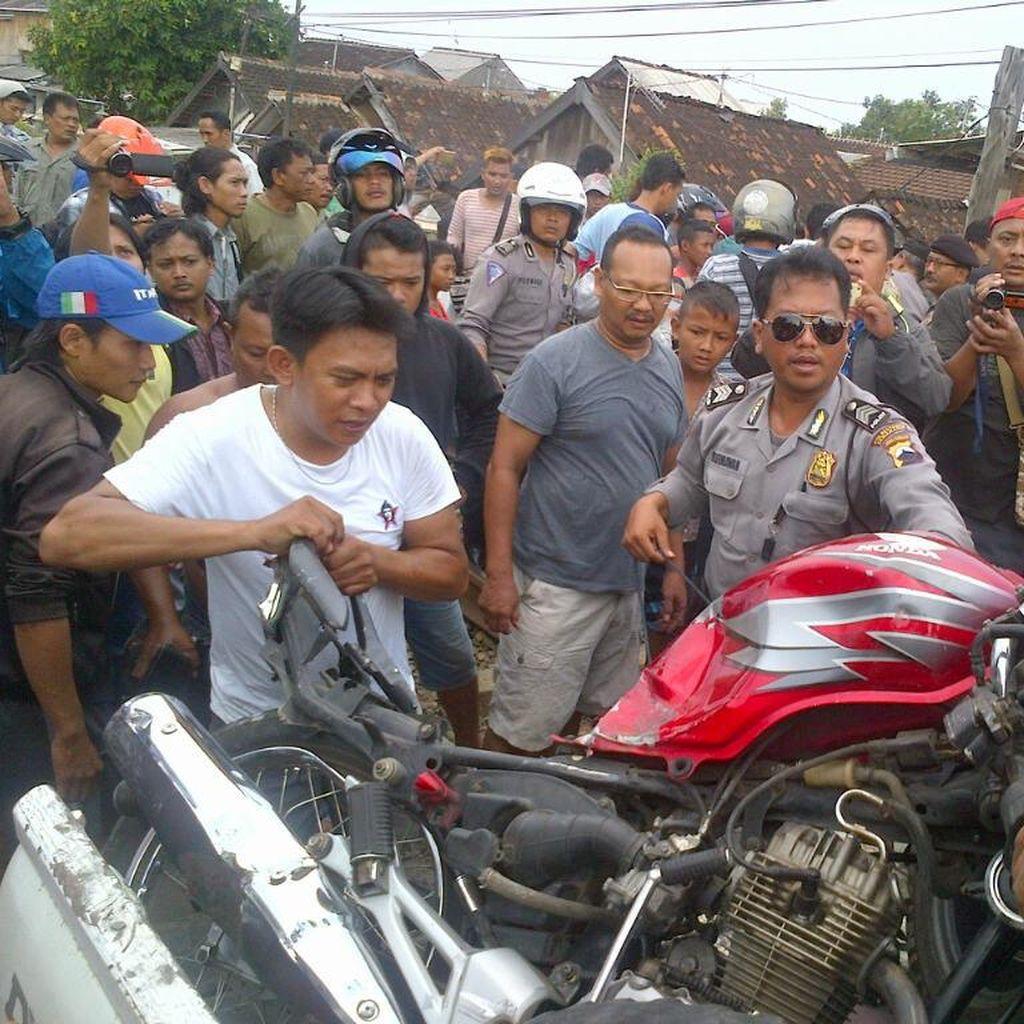 Pemotor di Semarang Tewas Tertabrak KA karena Terobos Palang Perlintasan
