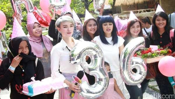 Happy! Julia Perez Rayakan Ultah ke-36