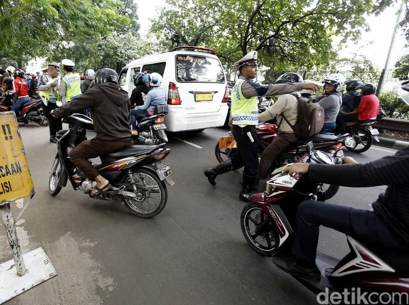 Gelar Razia Ilegal, Oknum Polisi Ditangkap Beserta Uang Rp 5 juta