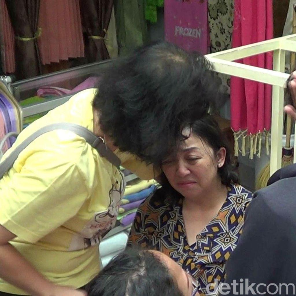 Elsiana Menangis Histeris Tokonya Digasak Maling, Sebut Emas 5 Kg Raib