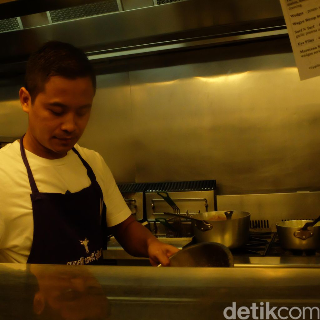 Kandas Masuk Polri, Edy Triyanto ke Darwin Jadi Tukang Cuci hingga Chef