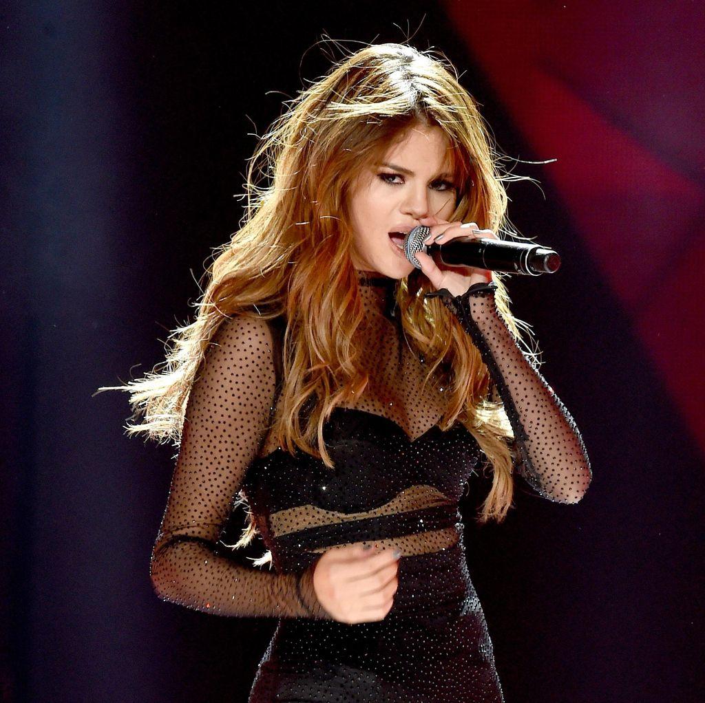 Jelang Konser, Fans Hujani Ucapan Selamat Ulang Tahun ke Selena Gomez