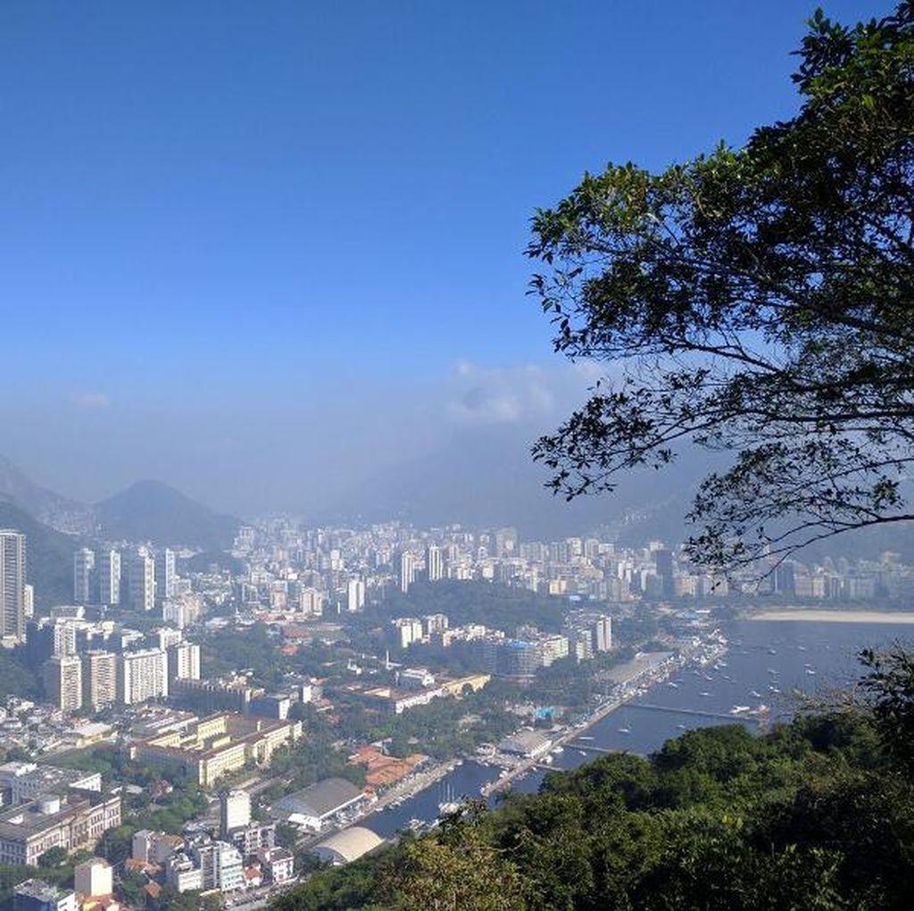 Naik Kereta Gantung dengan Pemandangan Terindah Sedunia di Brasil