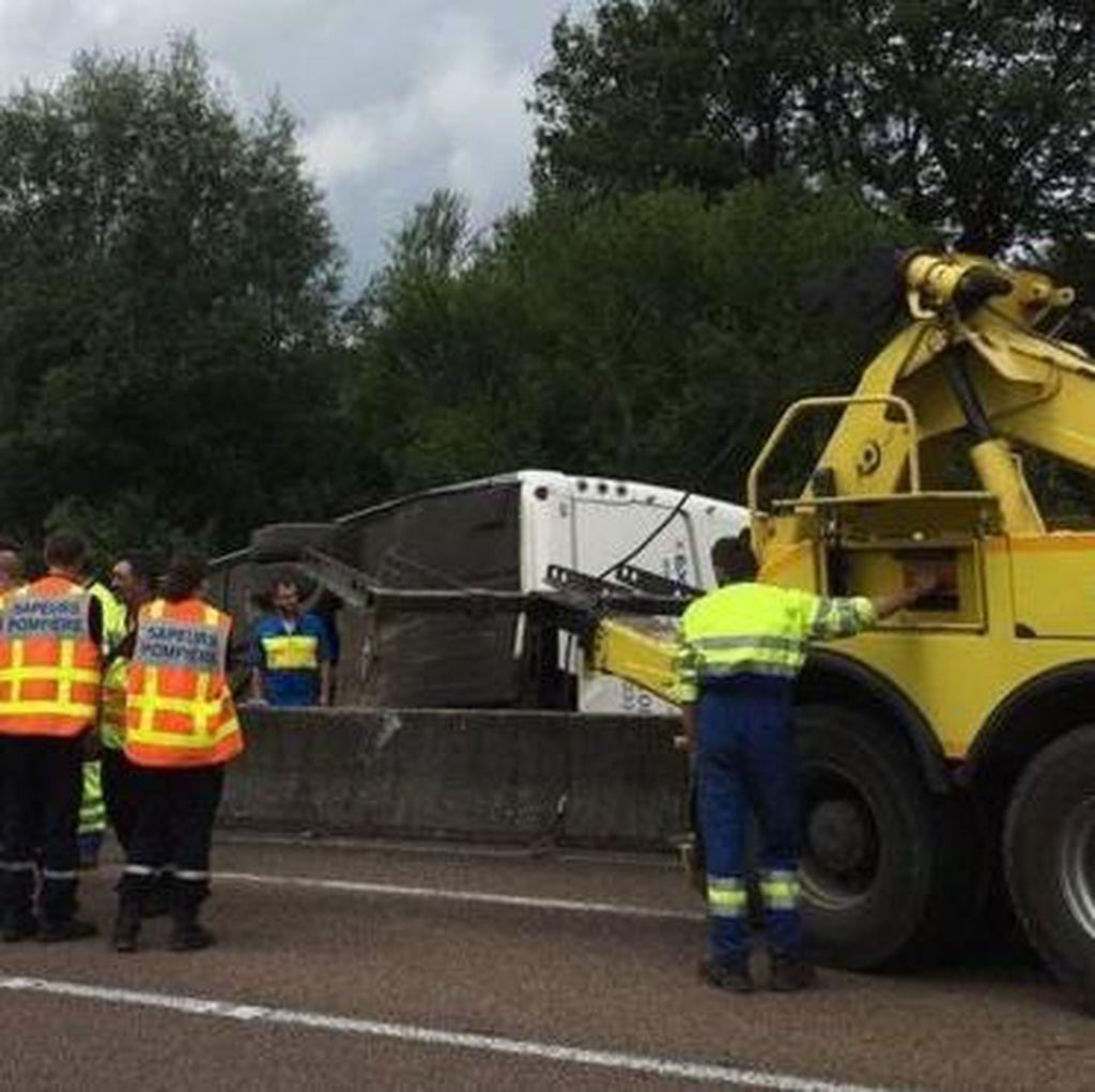Bus Terbalik di Prancis, 13 Remaja Wales Terluka