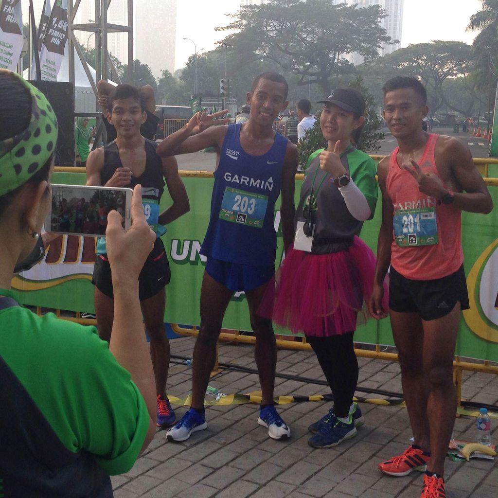 Agus Prayogo: Lari, Menang, Lalu Layani Foto Bareng