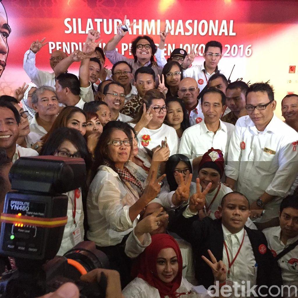 Salam Dua Periode di Tengah Jalan Jokowi