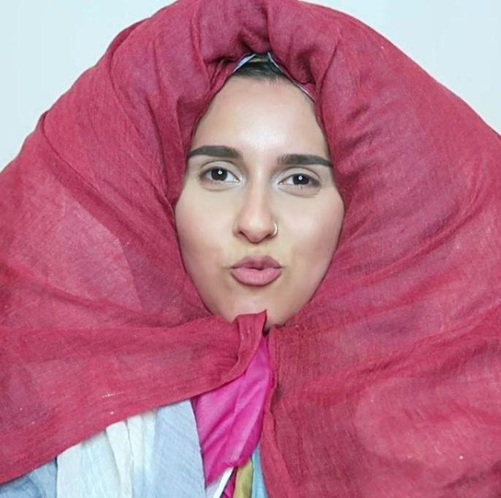 Pakai 100 Kerudung, Seperti Ini Penampilan Blogger Hijab Inggris Dina Tokio