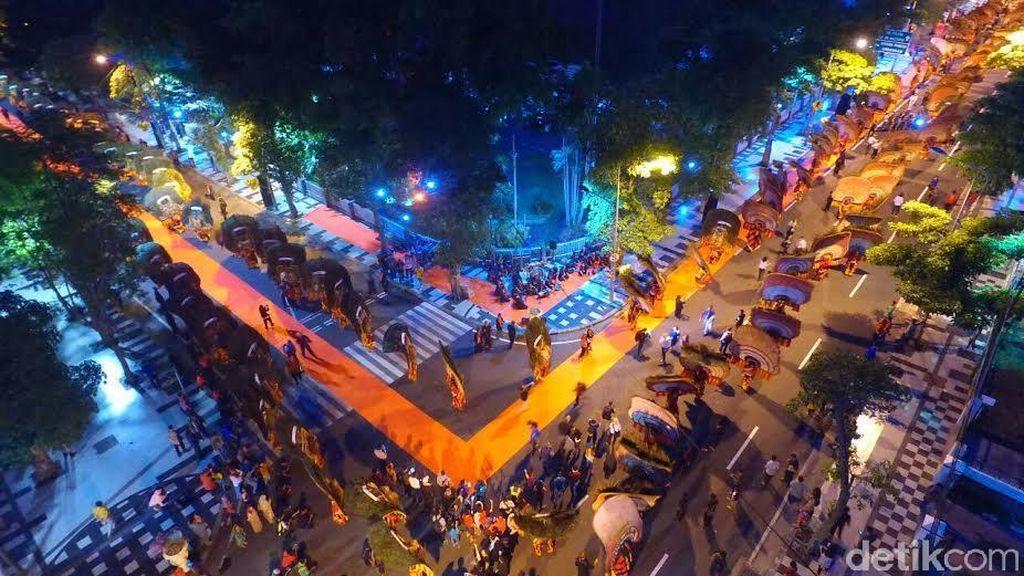 Pemkot Tetap Pasang Lampu Hias dan Lampion Prepcom3 Demi Percantik Surabaya