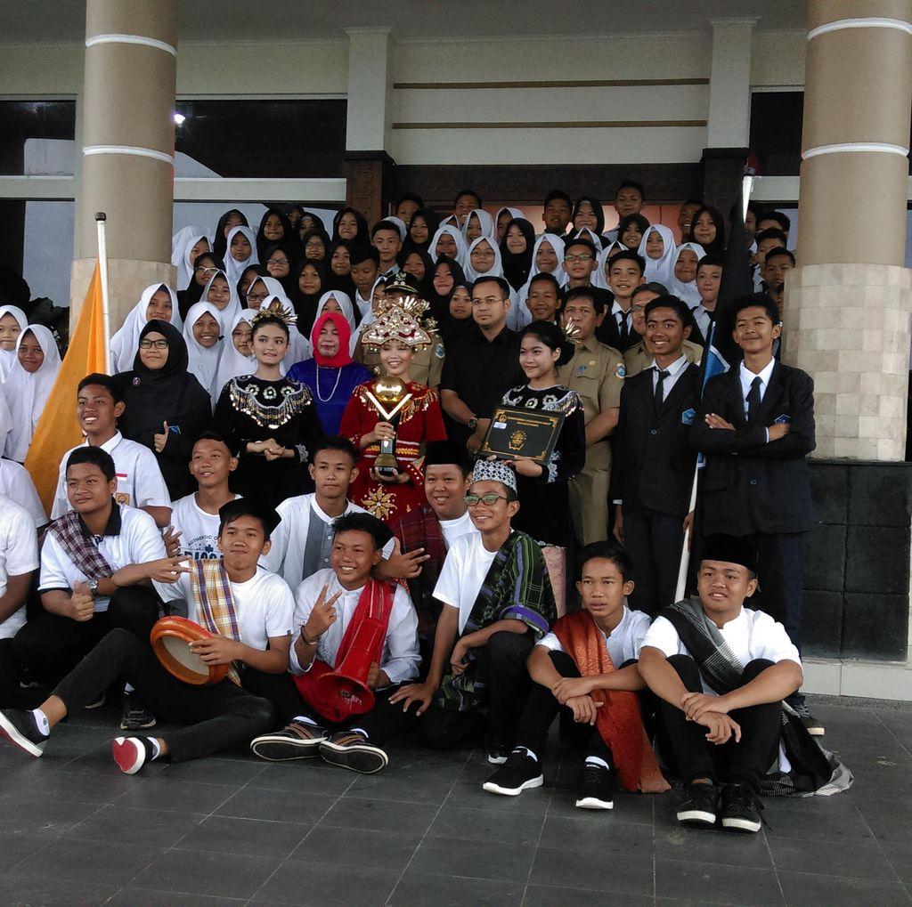 Suka Cita Siswa SMP 2 Pangkalpinang Raih Award Adiwiyata dari Kementerian LHK