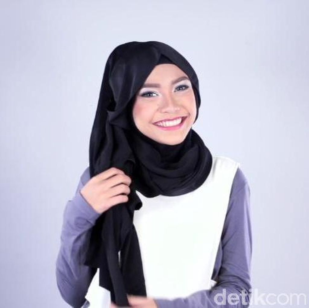 Tutorial Hijab Asimetris untuk ke Berbagai Acara