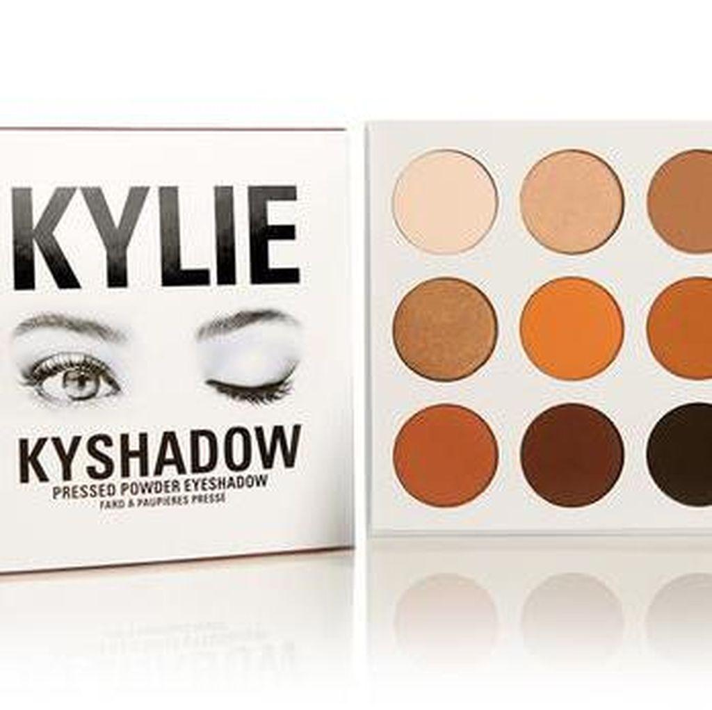 Baru Dirilis, Eyeshadow Kylie Jenner Habis Terjual Kurang Dari Satu Menit