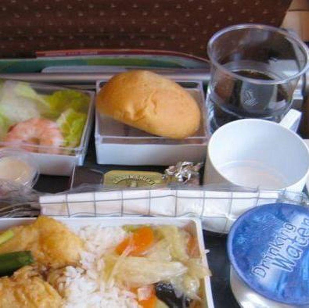 LSM ini Kumpulkan Makanan Pesawat yang Tak Disentuh, Berikan ke Tunawisma