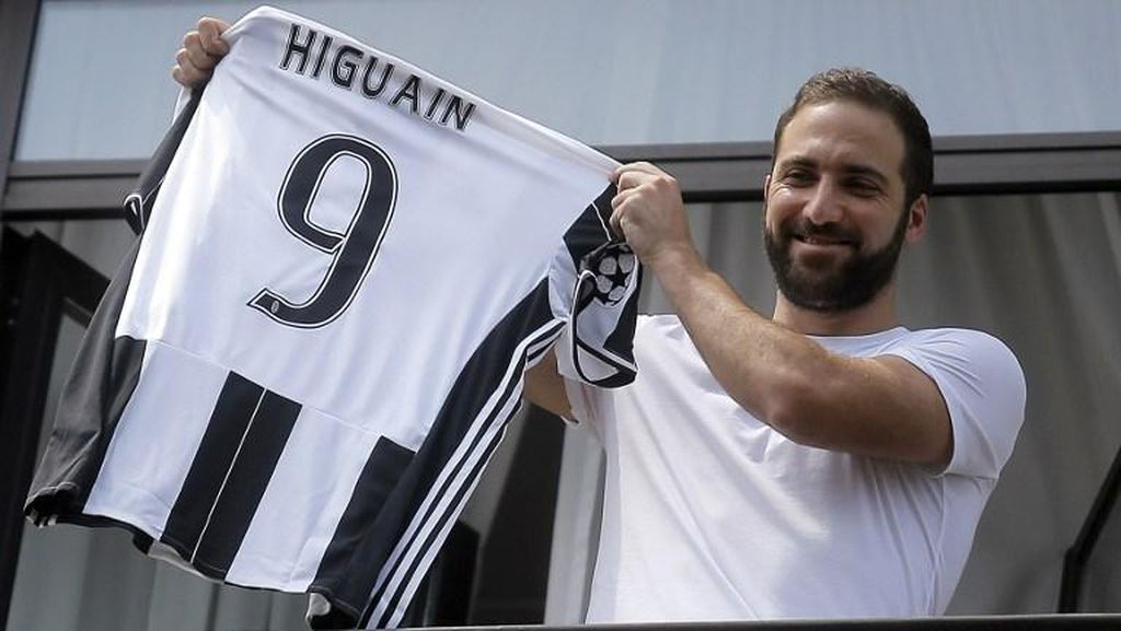Higuain Pakai Seragam Nomor 9 di Juventus
