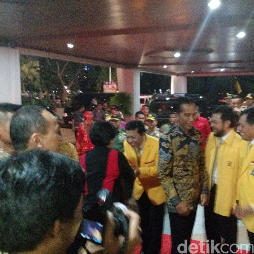 Mesranya Jokowi, Megawati dan Ahok Datang Semobil ke Rapimnas Golkar
