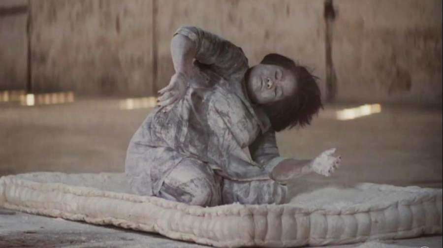 Tulus Berfilosofi Bareng Melati Suryodarmo di Video Klip Ruang Sendiri