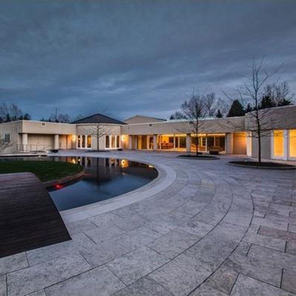 Sudah Banting Harga, Rumah Mewah Michael Jordan Belum Laku Juga