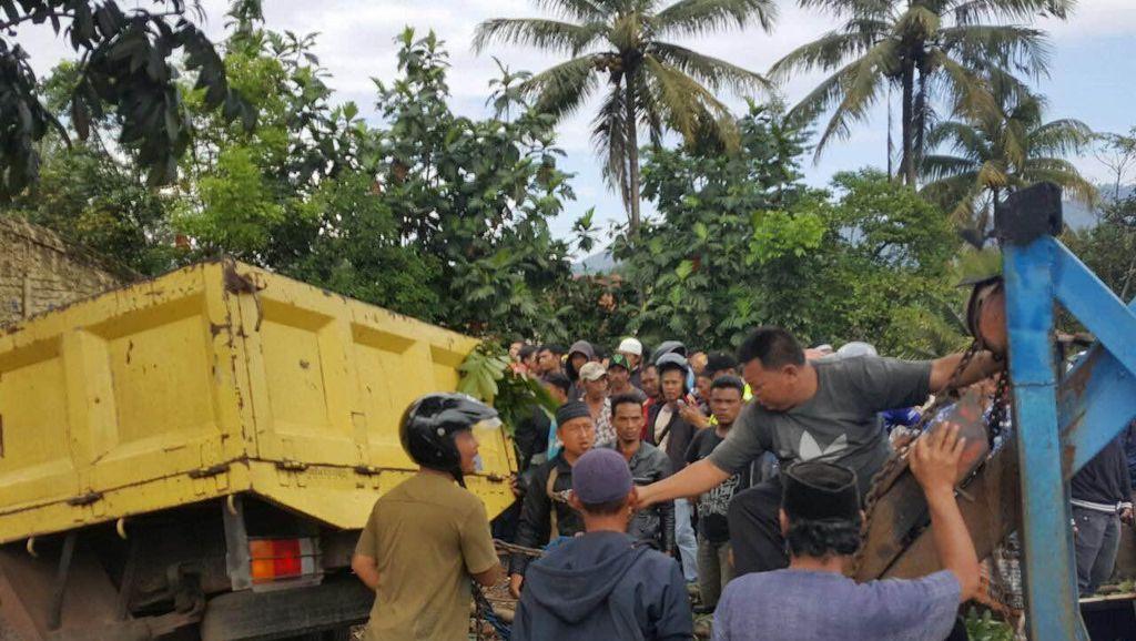 Sopir dan Kernet Truk Terluka Berat, Diduga Kecelakaan karena Rem Blong