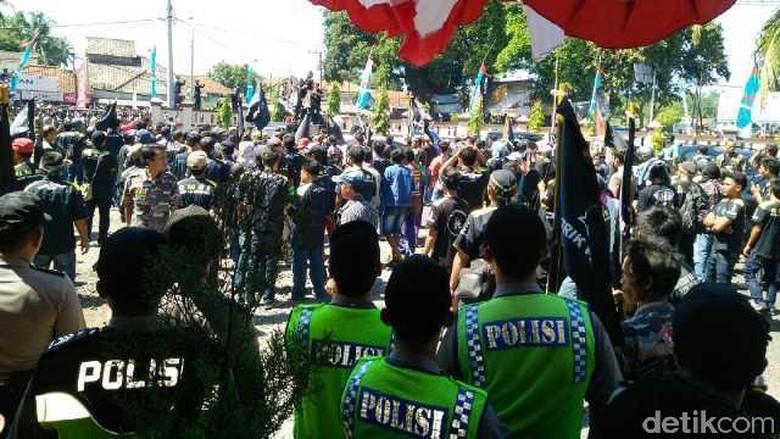 Demo Proyek Pembangunan Venue PON di Pangandaran 2 LSM Bentrok
