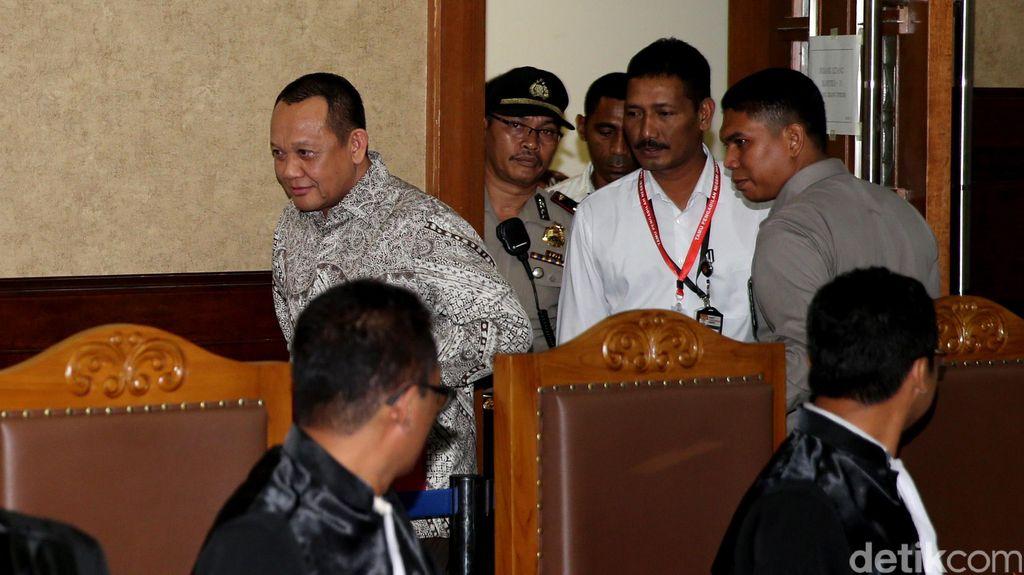 Nurhadi, Masuk dan Keluar Lewat Pintu Hakim Saat Bersaksi di Persidangan