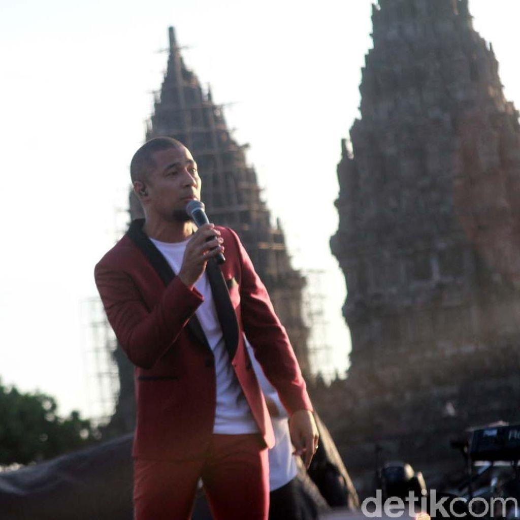 Penampilan Manis Marcell di Prambanan Jazz 2016