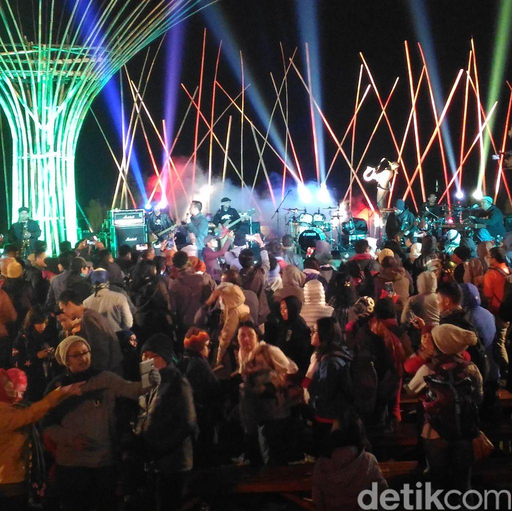 Ermy Kulit dan Shaggydog Tutup Malam Pertama Jazz Gunung 2016 dengan Dansa