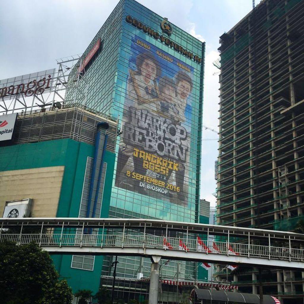 Jelang Tayang, Poster Warkop DKI Reborn Tutup Gedung Veteran