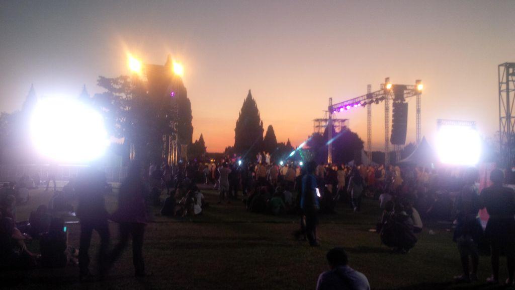 Cerita Cinta Kahitna Tutup Prambanan Jazz 2016