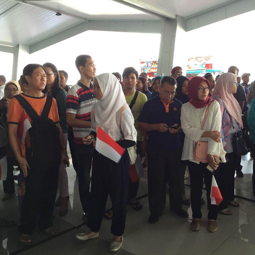 Ratusan Fans dan Media Sambut Owi/Butet