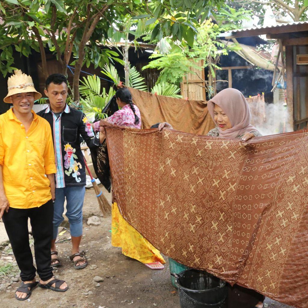 Pengrajin Batik Banyuwangi Mulai Gencar Pakai Pewarna Alam