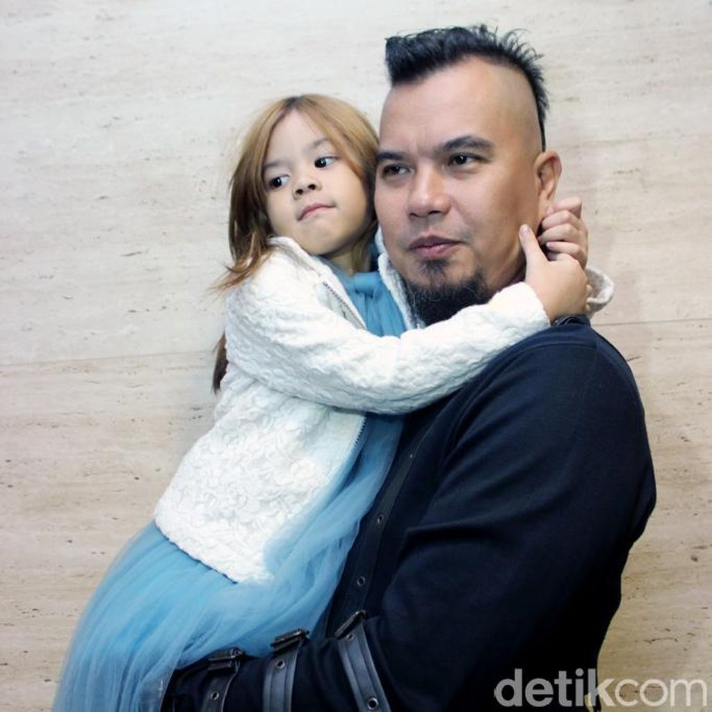 Ahmad Dhani dan si Imut Shafeea, Jenazah Eddy Silitonga Disemayamkan