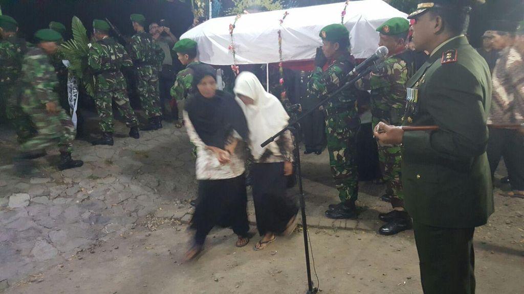 Praka Anumerta Wahyudi Dimakamkan di Pemakaman Umum Kampung Halamannya